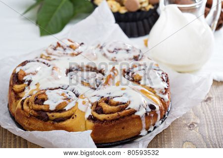Cinnamon buns with chocolate and cream