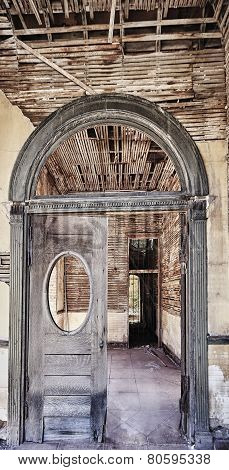 Entry Archway Of An Abandoned Building In The American Southwest