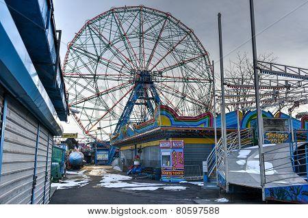 Coney Island Attraction Park, Winter