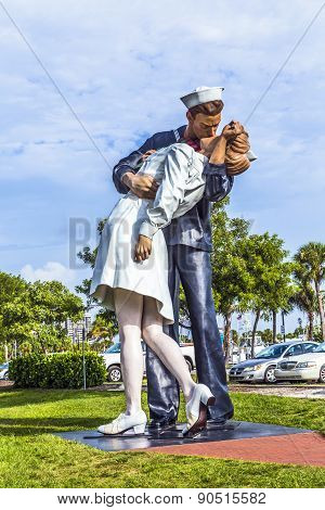 Statue Unconditional Surrender By Seward Johnson