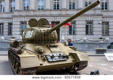 Soviet Tank T-34 85