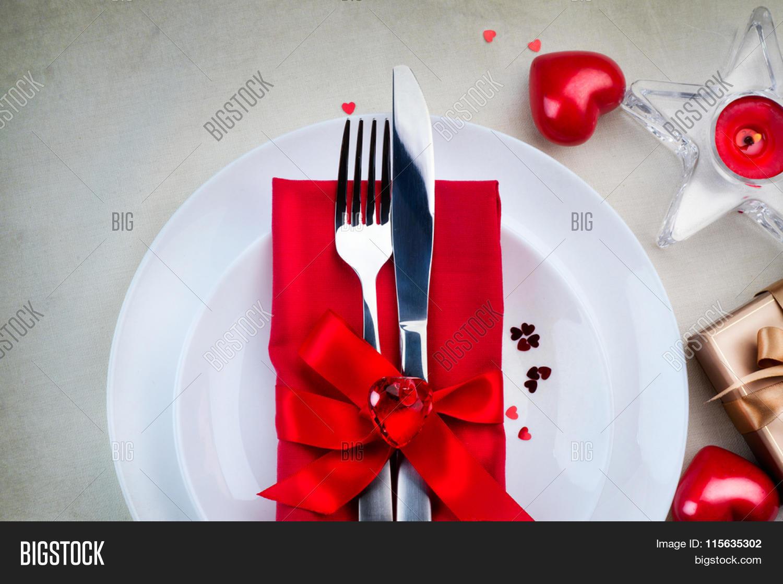Valentine 39 s day romantic dinner table setting date st - Table setting for dinner date ...
