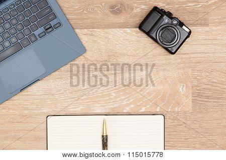 Hero Header Image Of Tidy Artist Desktop