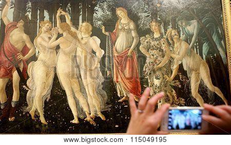 turists inThe Uffizi, Florence, Italy