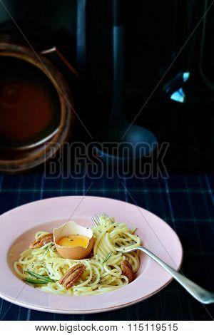 Spaghetti with egg yolk