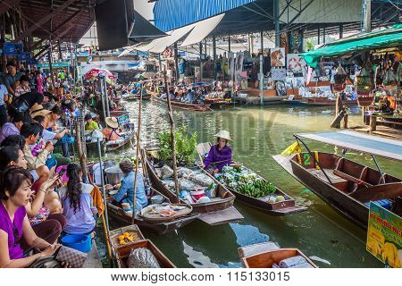 Thailand Damnoen Saduak - December 14,2014 : Damnoen Saduak Floating Market Featuring Many Small Boa