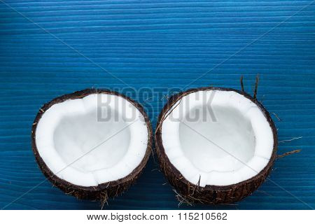 simple way to split a coconut with a crowbar