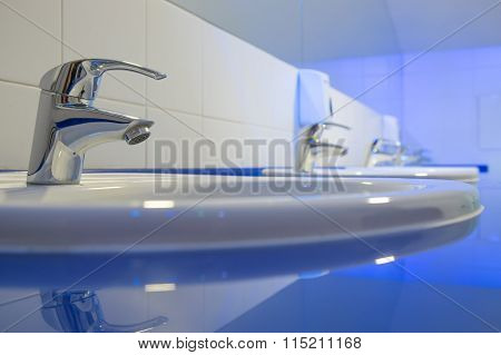 Wash basin in the toilet