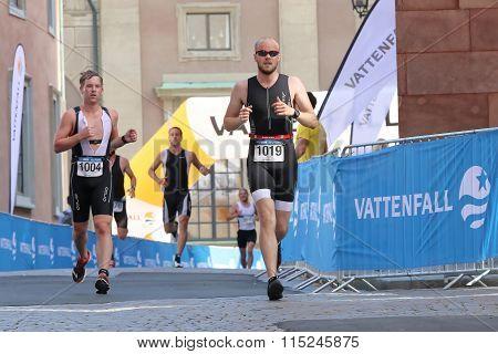 Four Running Men At Differnt Distance In An Alley