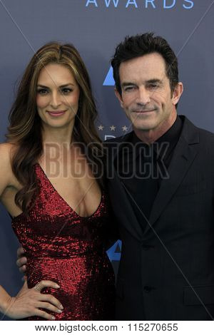 LOS ANGELES - JAN 17:  Lisa Ann Russell, Jeff Probst at the 21st Annual Critics Choice Awards at the Barker Hanger on January 17, 2016 in Santa Monica, CA
