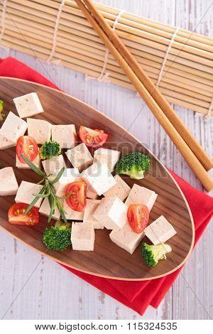 tofu with broccoli and tomato