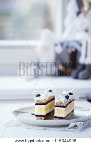 Cake with black currant