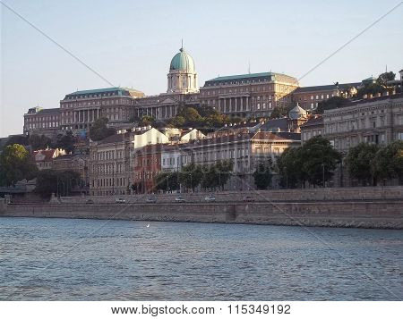 The Buda Castle from the Danube photographing ( Hungary )