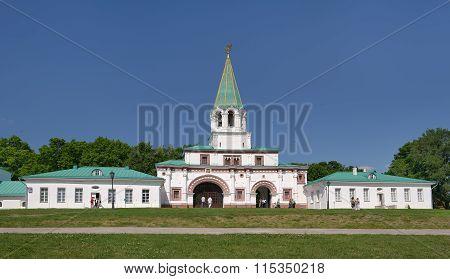 Kolomenskoye, View of the South-eastern gate