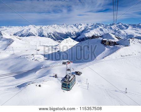 A driving cableway in the Parsenn ski resort