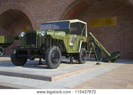 The GAZ-67B and 120-mm mortar in the exposure equipment of the great Patriotic war in Nizhny Novgoro
