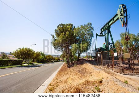 Crude oil extraction facility in California
