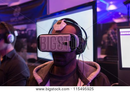 Man Tries Virtual Reality Samsung Gear Vr Headset
