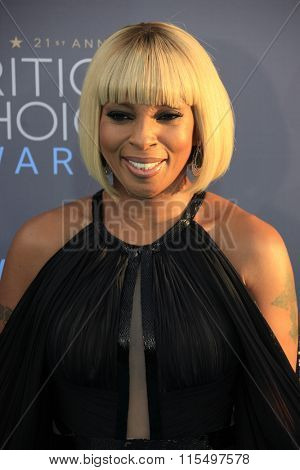 LOS ANGELES - JAN 17:  Mary J Blige at the 21st Annual Critics Choice Awards at the Barker Hanger on January 17, 2016 in Santa Monica, CA