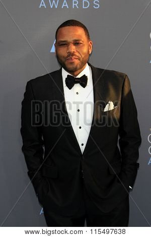 LOS ANGELES - JAN 17:  Anthony Anderson at the 21st Annual Critics Choice Awards at the Barker Hanger on January 17, 2016 in Santa Monica, CA