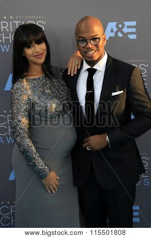 LOS ANGELES - JAN 17:  Crystal Renay, Ne-Yo at the 21st Annual Critics Choice Awards at the Barker Hanger on January 17, 2016 in Santa Monica, CA