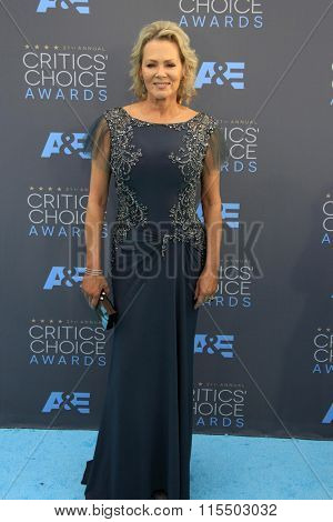 LOS ANGELES - JAN 17:  Jean Smart at the 21st Annual Critics Choice Awards at the Barker Hanger on January 17, 2016 in Santa Monica, CA