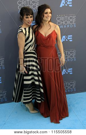 LOS ANGELES - JAN 17:  Constance Zimmer, Shiri Appleby at the 21st Annual Critics Choice Awards at the Barker Hanger on January 17, 2016 in Santa Monica, CA