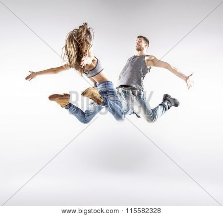 Sporty hip-hop dancers