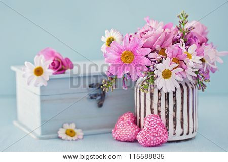 Daisy flowers and box
