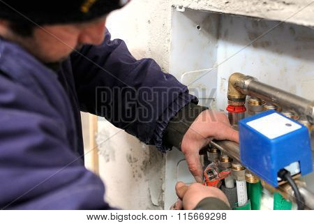 worker manifold mounting thermal water system