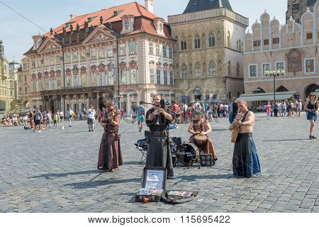 Street Performers In Costume Play Celtic In  Old Town Square In Prague - Czech Republic