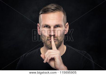 Man gesturing silence.