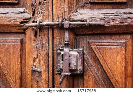 Door closed on the lock and latch