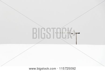 Lonely Roof Antenna