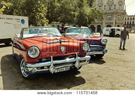 CUBA, HAVANA-JUNE 29, 2015: Old American cars in the parking in front of the Capitol.