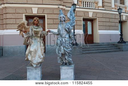 Odessa, Ukraine - August 24, 2015: Couple Depicting Living Statue Entertain Tourists Near The Theat