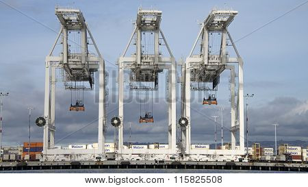 Super Post Panamax cranes at the Port of Oakland.