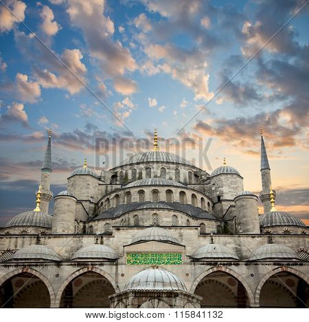 big size Blue Mosque from courtyard against beautiful sky, Istanbul, Turkey