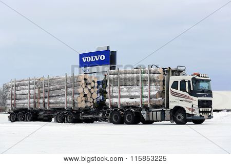 Volvo FH Logging Truck Hauls Big Timber Load