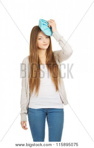 Teen woman with headache.