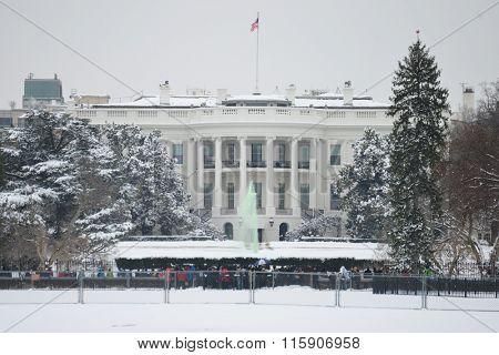 The White House in snow - Washington DC USA