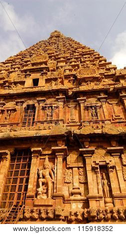 Thanjavur Brihadeeswarar Temple main gopuram wall side view