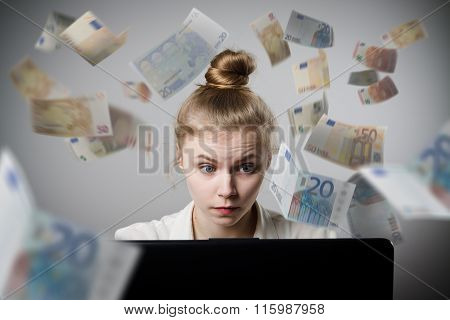 Woman Earns Euro On The Internet