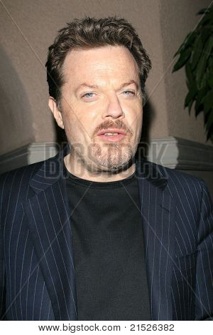 PASADENA - JAN 9: Eddie Izzard arrives at the Television Critics Association press tour at the Ritz Carlton Hotel in Pasadena, California on January 9, 2007