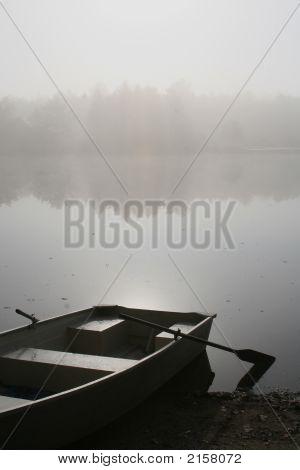 Bote de remos en la niebla 2