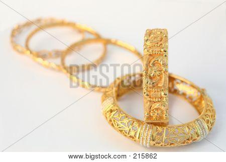 Gold Armbänder 10