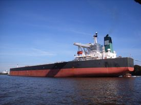 picture of iron ore  - Very large bulk carrier leaving a port - JPG