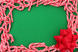 foto of candy cane border  - Mini candy canes as border with bow  - JPG