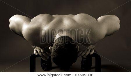 Adulto homem musculoso