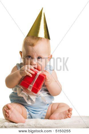 Bebé con caja de regalo